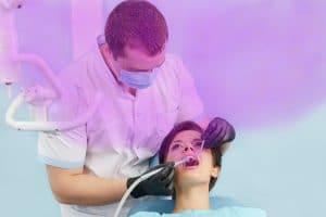 La stérilisation UVC contre la transmission par aérosol dentaire